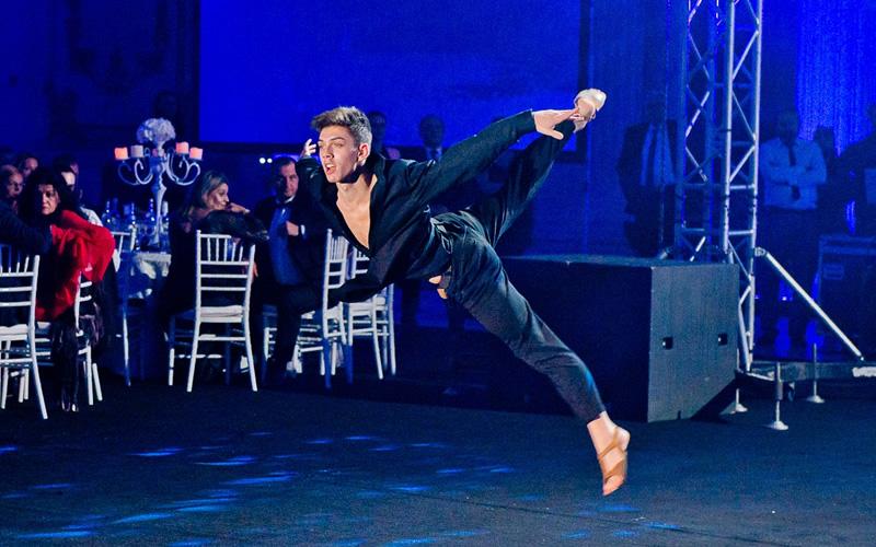 dansator contemporan trupa Wilmark Dance Academy