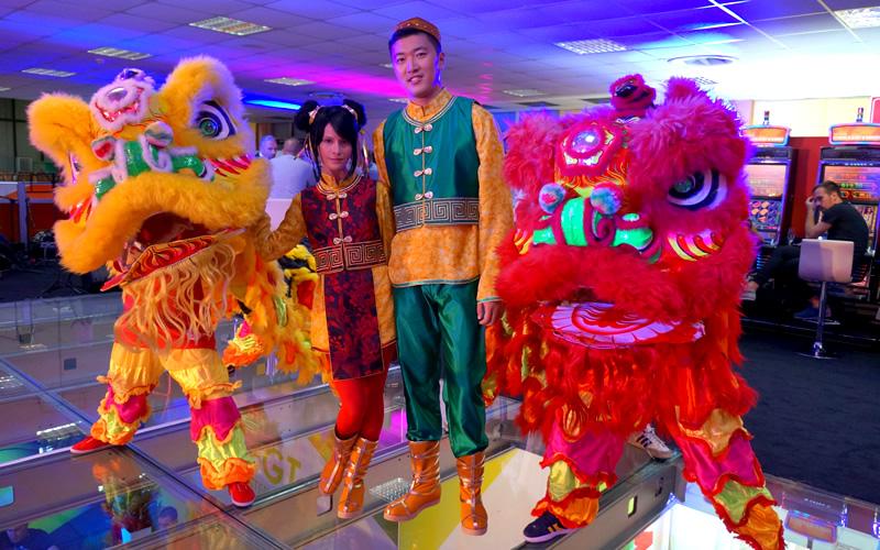 Artisti chinezi, cantareti, dansatori traditionali by Wilmark