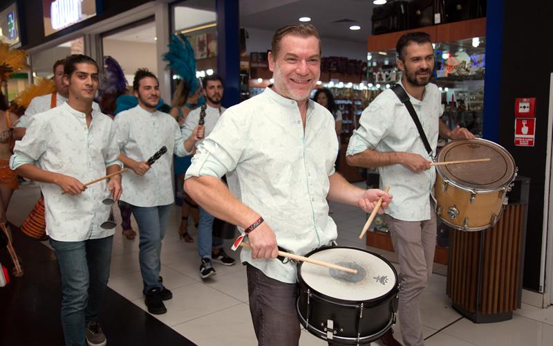 Pecutii latino parade carnaval brazil by Wilmark